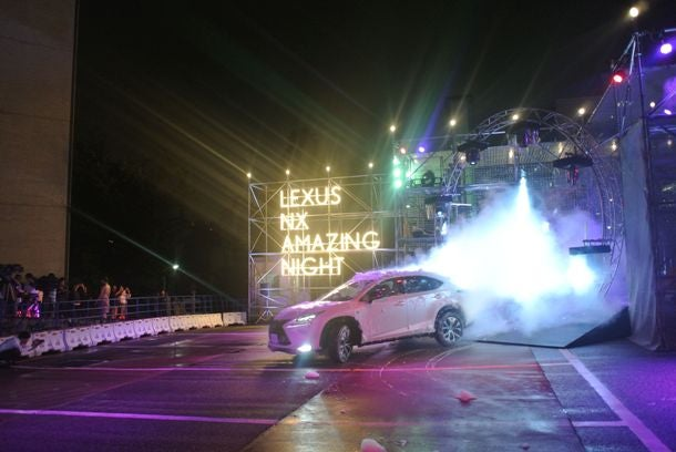 「LEXUS NX AMAZING NIGHT」の模様