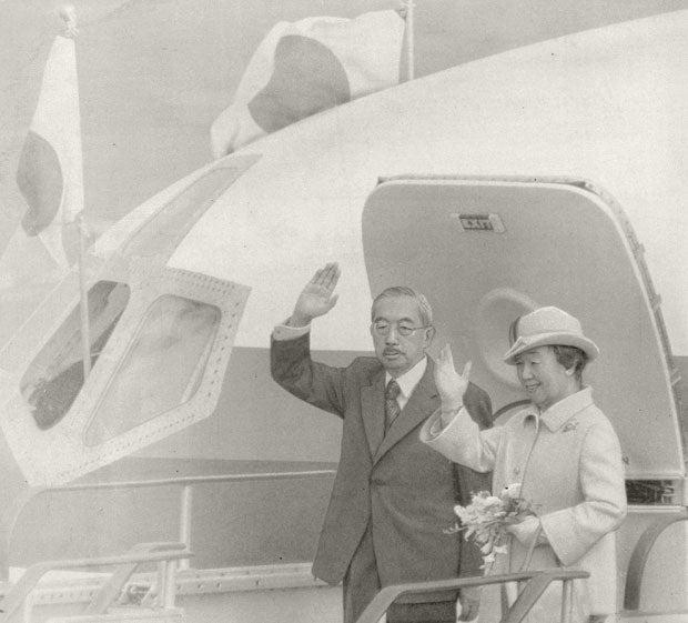 昭和50(1975)年の訪米出発の朝、特別機のタラップ