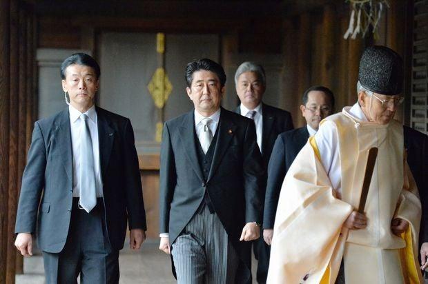 2013年12月26日、安倍晋三首相が靖国神社を参拝した。その後、米国が不快感を示してから、首相の参拝は途絶えている (c)朝日新聞社