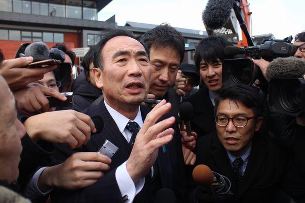 3月10日に会見し、小学校の設置認可申請を取り下げたと表明した籠池氏