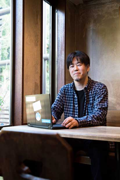 フリージャーナリスト 亀松太郎さん(47)/早稲田大学大学院政治学研究科ジャーナリズムコース非常勤講師。「大学受験はあくまで18~20歳時点の学力を測っただけ。競馬で言えば、3歳馬限定のダービーのようなもの」(撮影/慎芝賢)