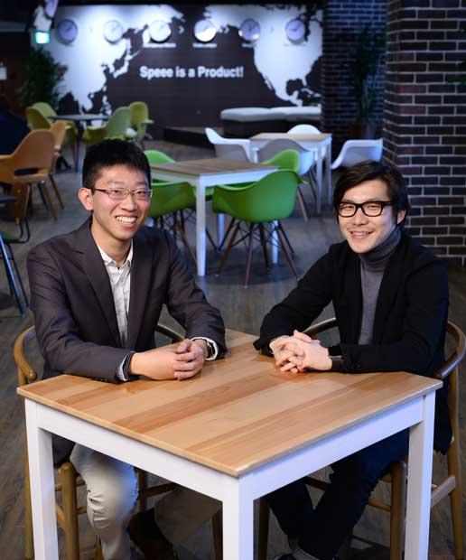 東京大学法学部4年 村尾昌大さん(22、左)/Speeeは2007年設立、従業員約430人。デジタルコンサルティング事業、インターネットメディア事業などを運営。「入社後は、協業のスキルを高めたい」と村尾さん。右は代表の大塚さん(撮影/関口達朗)
