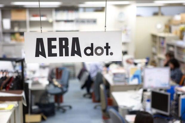 文月悠光さんが訪れたAERA dot.編集部(撮影/写真部・小原雄輝)