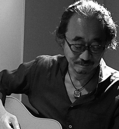 大友博(おおともひろし)1953年東京都生まれ。早大卒。音楽ライター。会社員、雑誌編集者をへて84年からフリー。米英のロック、ブルース音楽を中心に執筆。並行して洋楽関連番組の構成も担当。ニール・ヤングには『グリーンデイル』映画版完成後、LAでインタビューしている。著書に、『エリック・クラプトン』(光文社新書)、『この50枚から始めるロック入門』(西田浩ほかとの共編著、中公新書ラクレ)など