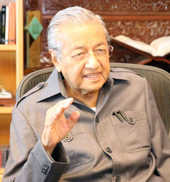 マレーシア総選挙で勝利し首相に返り咲いたマハティール氏