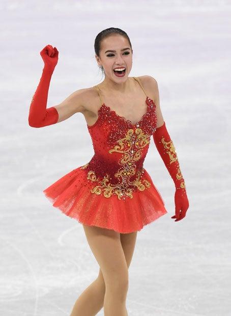 女子フリーの演技を終え、右手を上げる (c)朝日新聞社