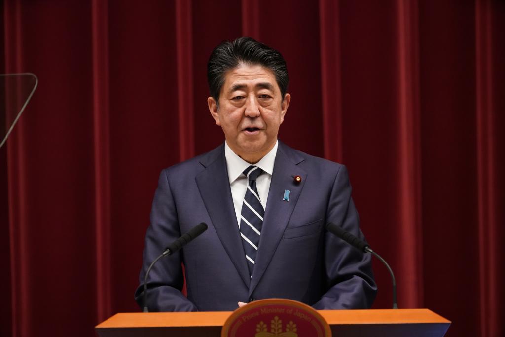 新元号「令和」の発表後、会見する安倍晋三首相(c)朝日新聞社