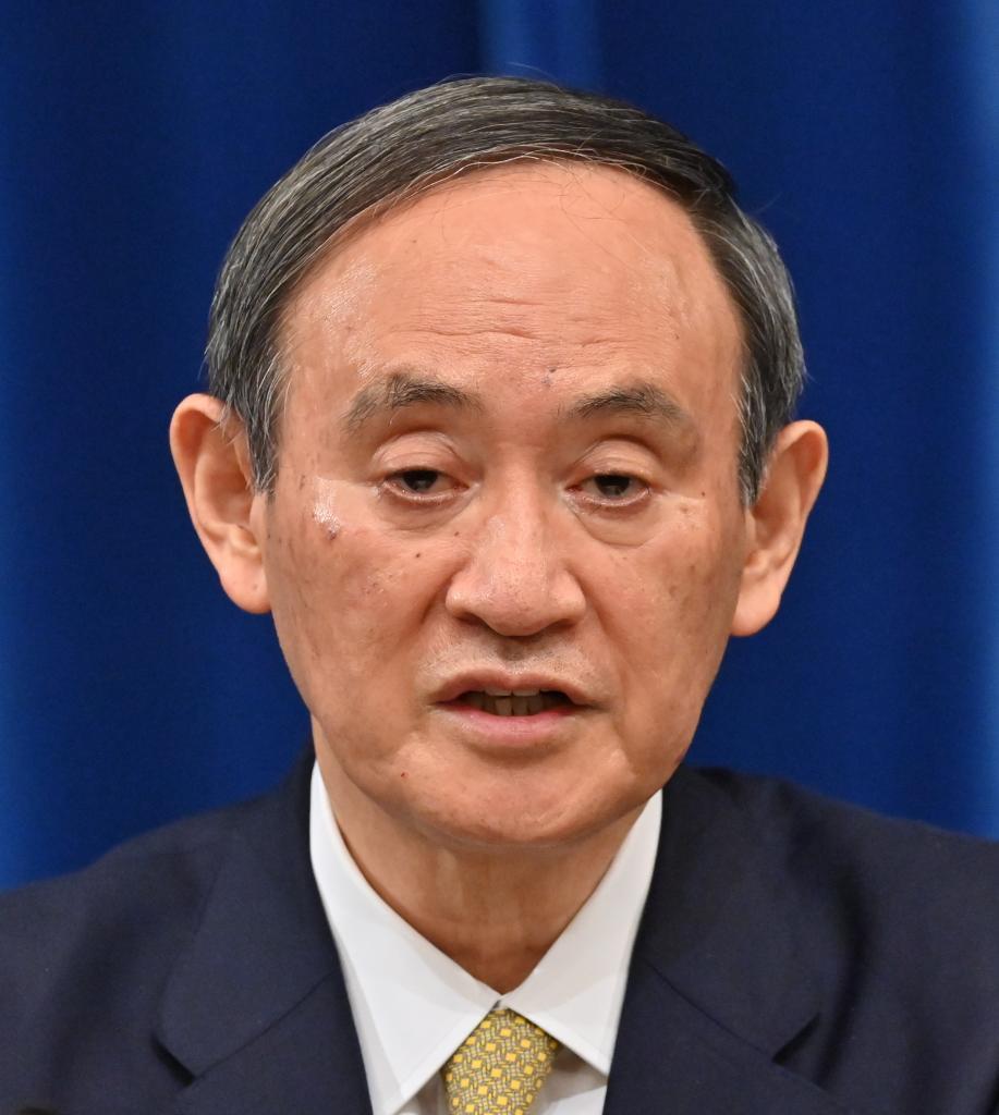 味方はどこに? 厳しい政権運営が続く菅義偉首相 (c)朝日新聞社